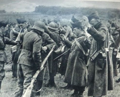 French troops surrender to the German front in Dijon